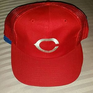 647cd577951 MLB Accessories - 3 Vintage Baseball trucker hats